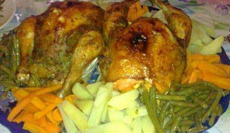 دجاج محشي مطهو على البخار في طنجرة الضغط