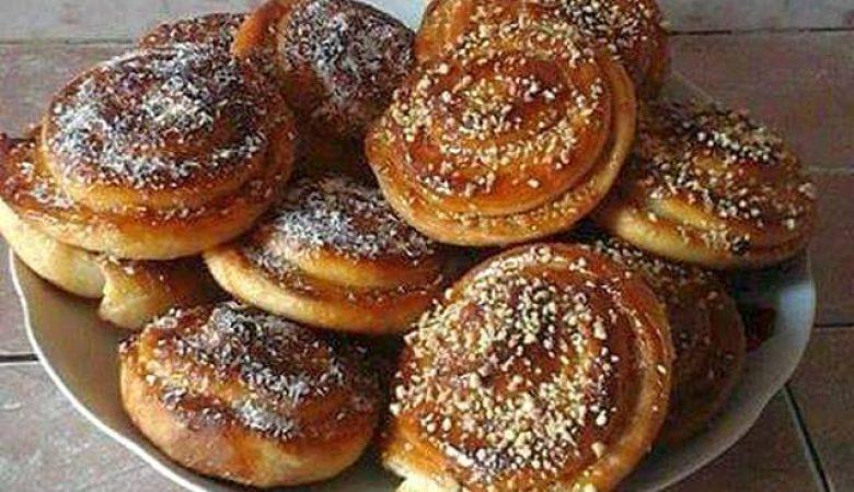 الخبز السويسري بالمربى والفول السوداني