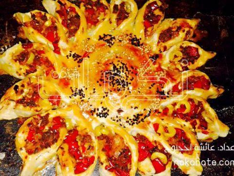 فطيرة محشوة على شكل زهرة دوار الشمس