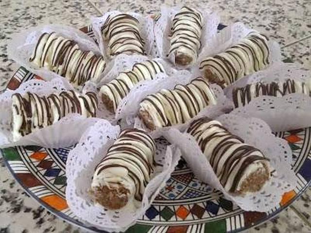 حلوى على شكل سيجار بالفواكه الجافة والشوكولاتة بدون طهي
