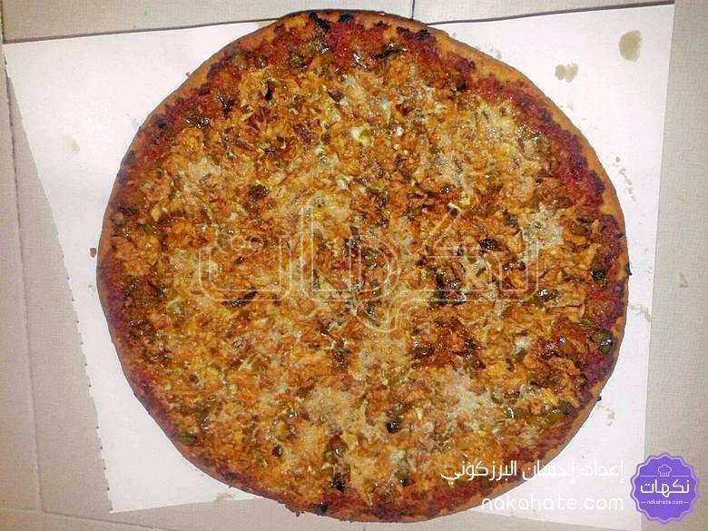 البيتزا بعد إخراجها من الفرن