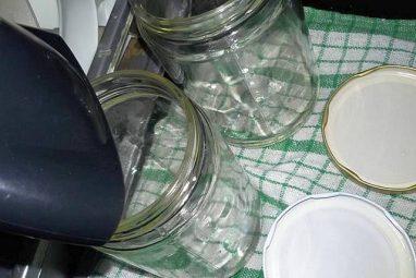 قوارير زجاجية معقمة لحفظ المربى